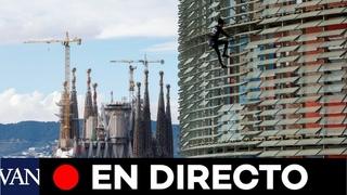Directo: El 'spiderman' francés vuelve a escalar la torre Agbar de Barcelona
