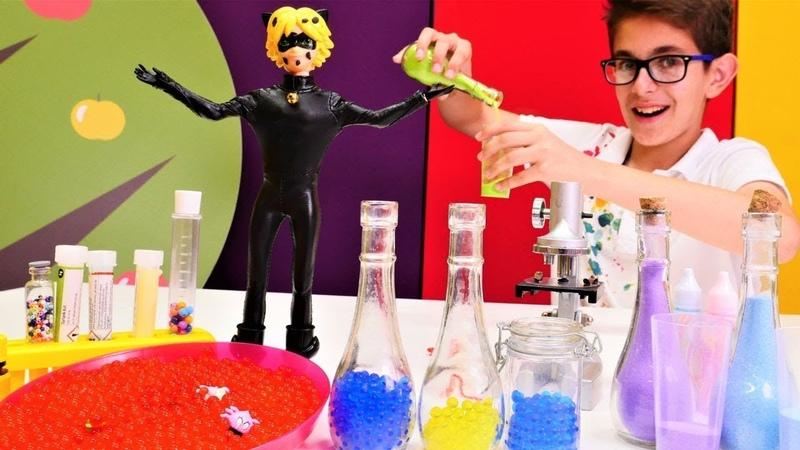 Oyun videoları Kara Kedi 'nin yüzüne mikrop yapışmış Laboratuvar oyunları