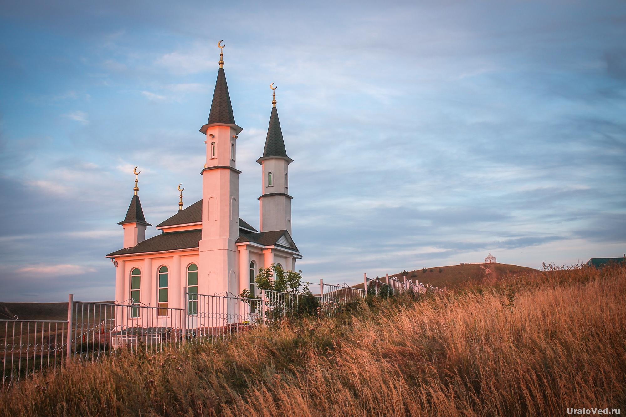 Мечеть у горы Нарыстау