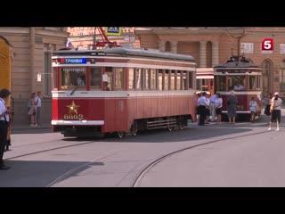 Александр Беглов проехал с ветеранами на трамвае победы в Петербурге