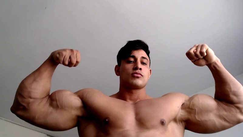 For my subscribers at home in isolation big Clemens poses HUGE legs n biceps