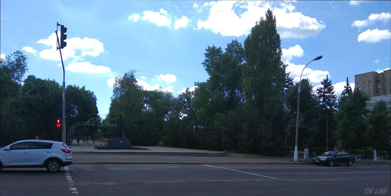 Памятник российским добровольцам
