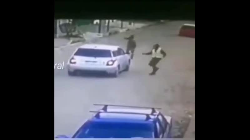 Использовать автомобиль для защиты от вооруженного ограбления неплохая идея