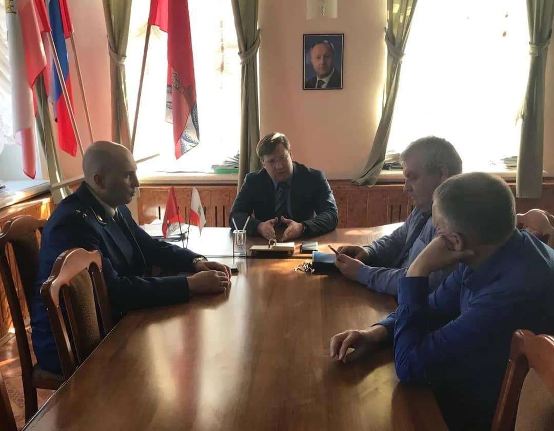 В администрации Петровского района при участии заместителя межрайонного прокурора обсудили вопросы безопасности при эксплуатации газового оборудования