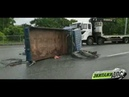 В пригороде Владивостока опрокинулся микрогрузовик