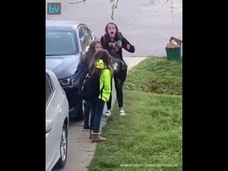 1-го апреля отец сказал дочерям, что карантин окончен и пора идти в школу.