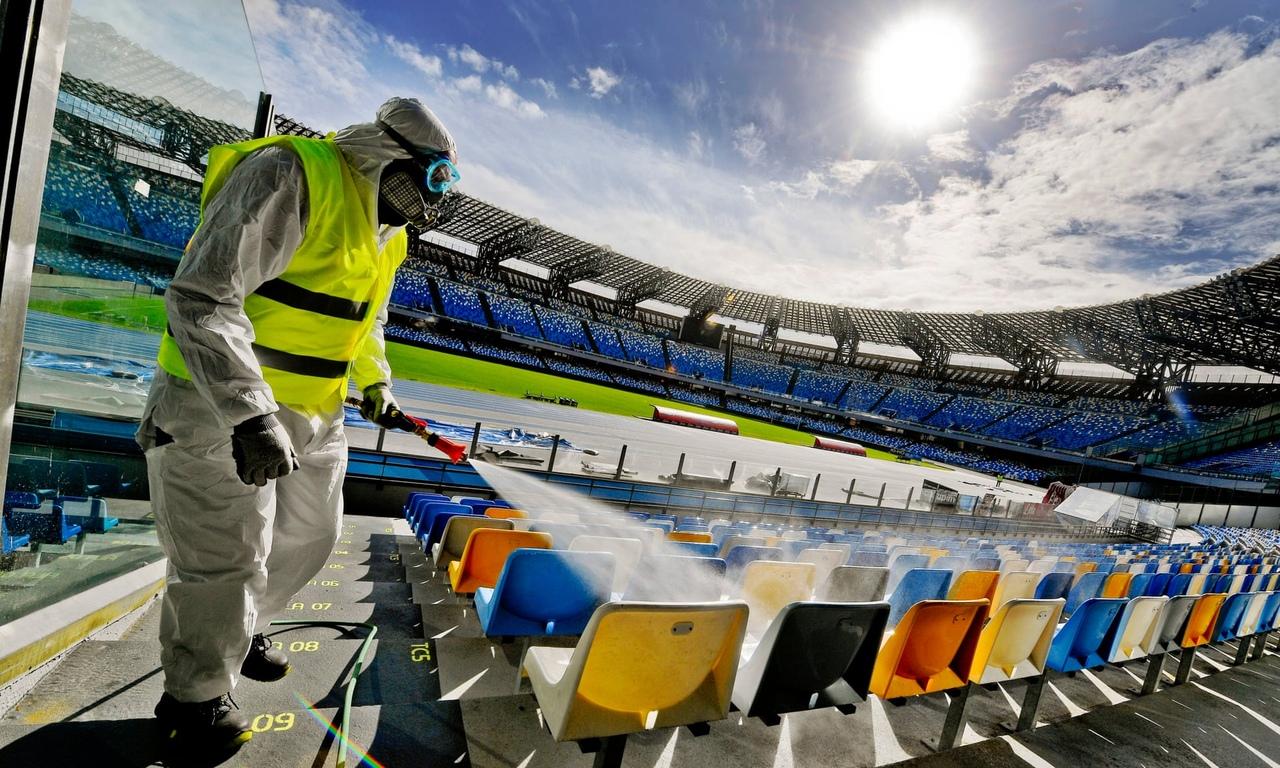 Пустые трибуны футбольных стадионов. Коронавирус