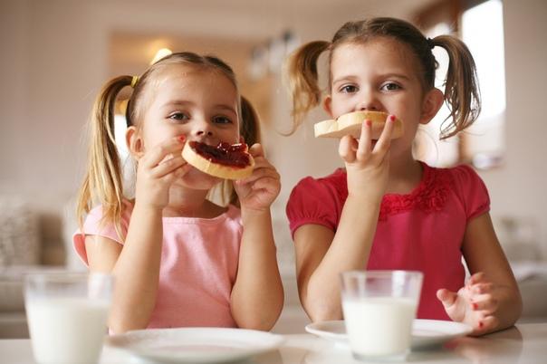 family eating breakfast - HD1200×1200