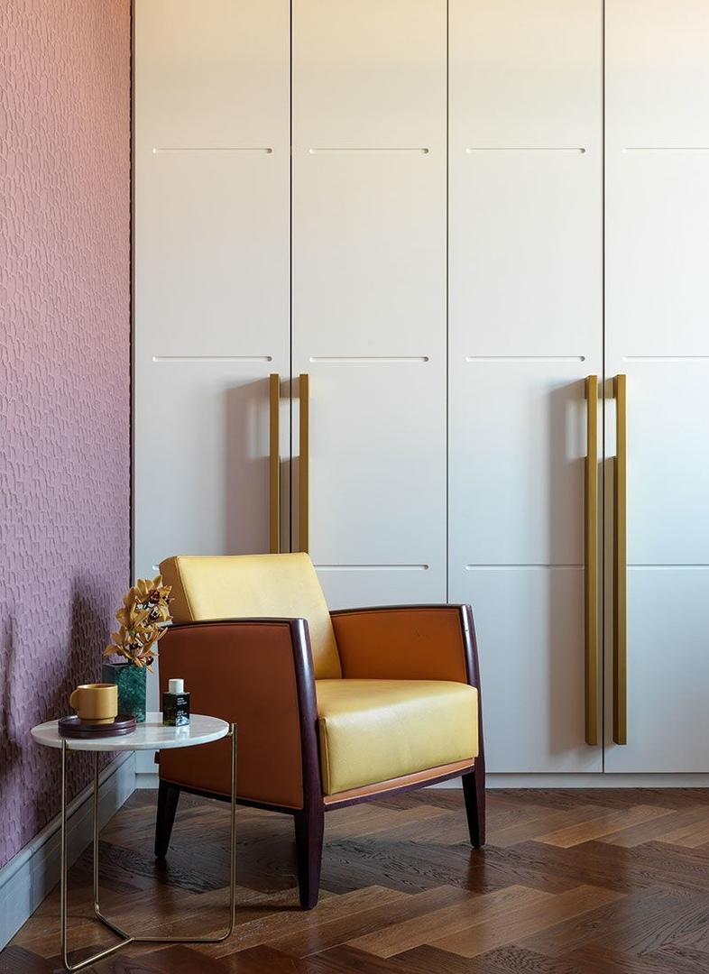 Игра цвета в элегантной московской квартире от Нади Зотовой (80 кв.