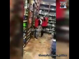 В Нефтекамске, в магазине Красное  Белое идиот разгромил витрины с алкоголем