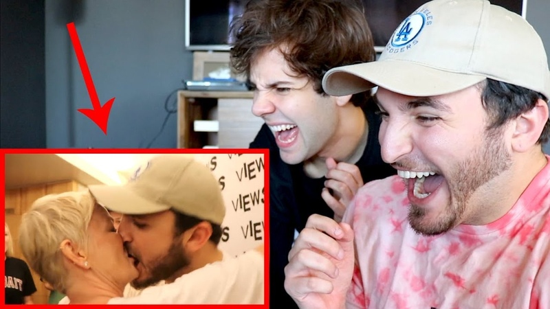 REACTING TO MY CRINGEY MAKEOUTS!!