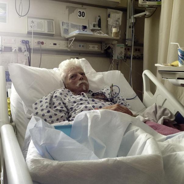 День начался как обычно. Приёмный покой одной из больниц Израиля. Привычная утренняя врачебная пересменка. На третьей койке лежит улыбчивый молодой парень, приветливый, с большим лбом, как у