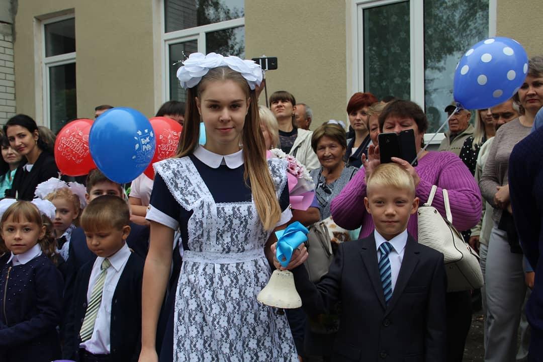 Обязательное измерение температуры, антисептики для рук, отмена массовых мероприятий - при таких условиях планируется вести обучение во всех российских школах после 1 сентября