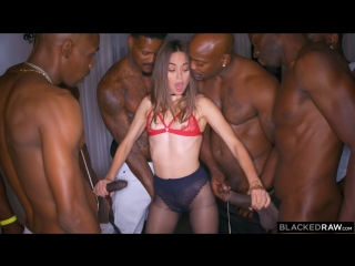 Riley Reid - Girlfriend Gangbang At The After Party ()