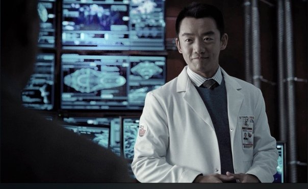 Зак Снайдер поделился новым кадром с Райаном Чой, более известным по псевдониму Атом, из «Лиги справедливости»