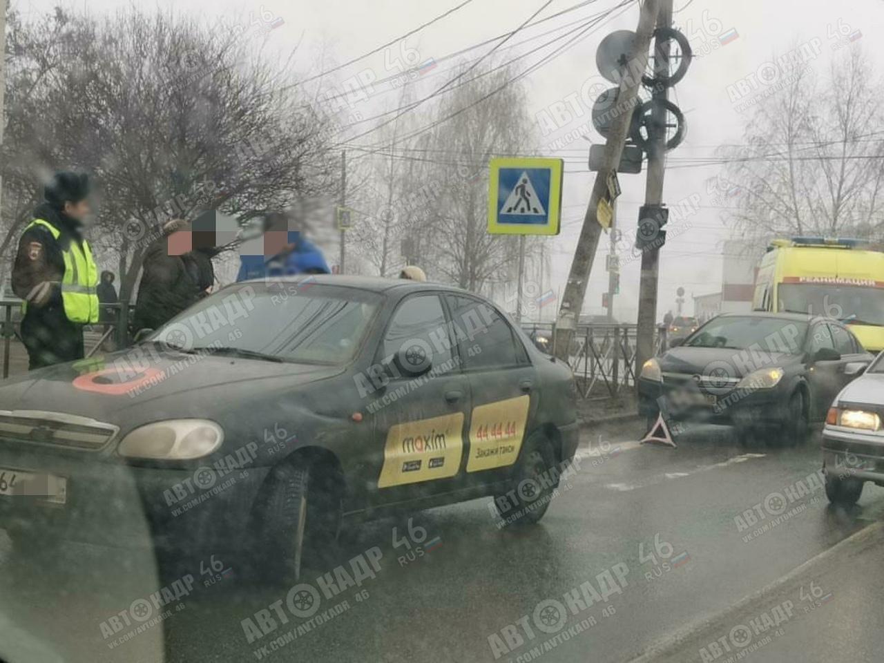 """В Курске на """"зебрах"""" сбили парня и пенсионерку"""