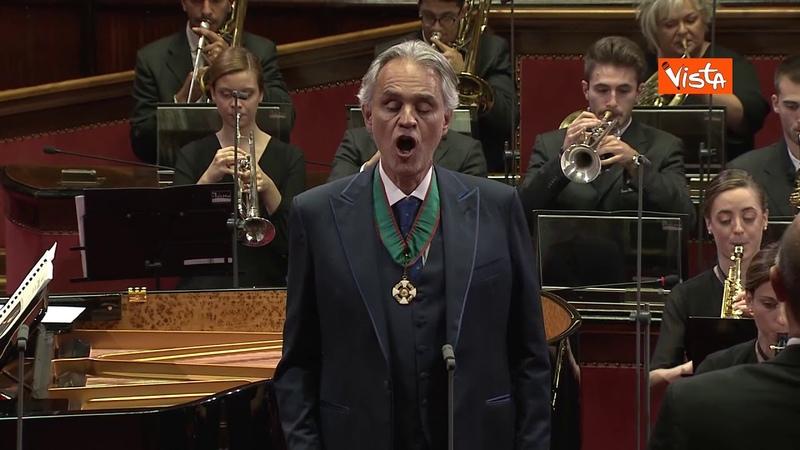 Da brividi Bocelli canta l'Inno di Mameli per i terremotati di Camerino