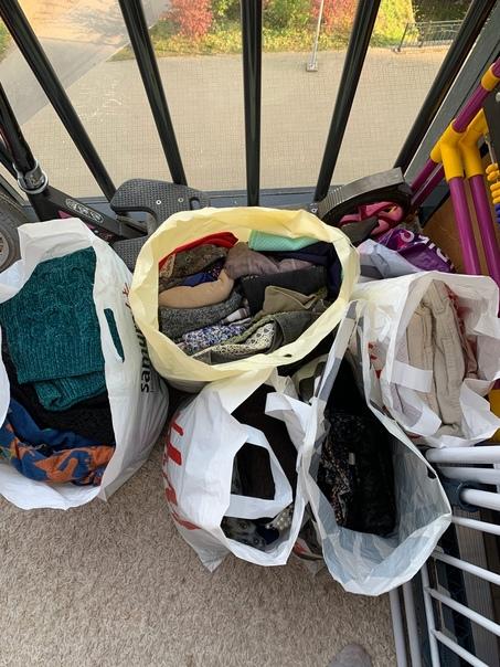 Отдам даром одежду 42 размера,джемпера,платья,брюки,все в...