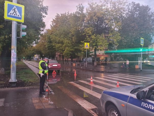 В Екатеринбурге сбили девочку на пешеходном переходеДТП п...