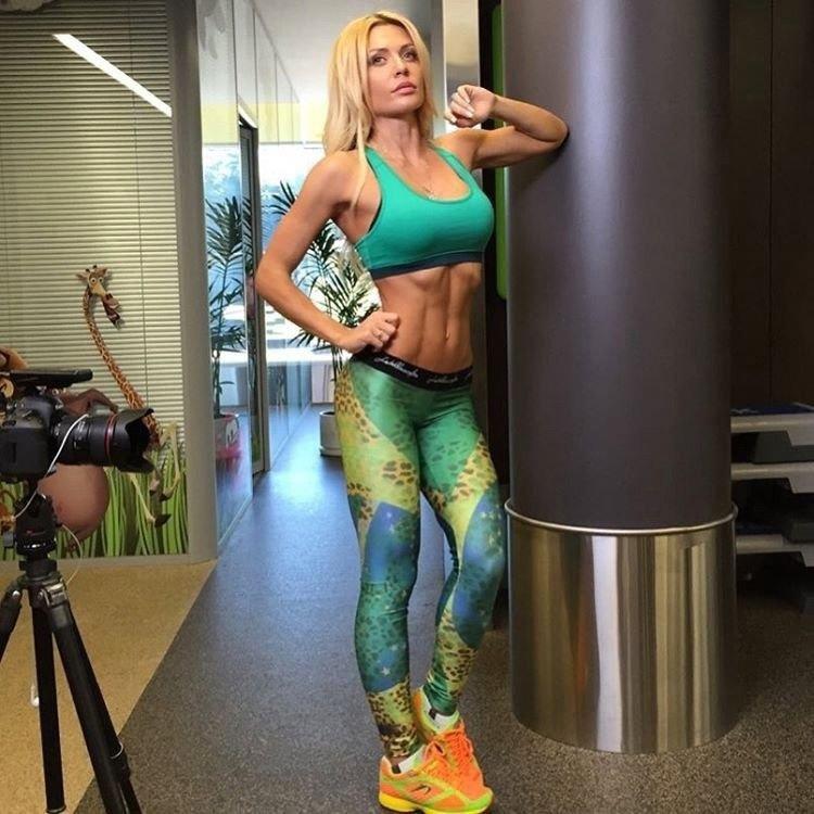 Безупречная спортивная фигура Екатерины Усмановой