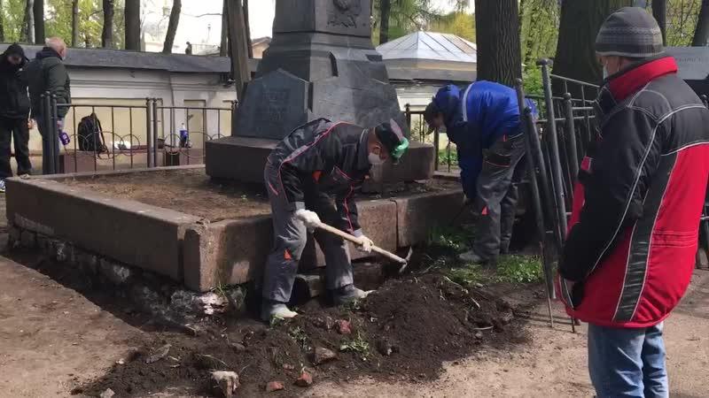 Реставраторы рассказали, как будет проходить ремонт надгробного памятника Достоевскому
