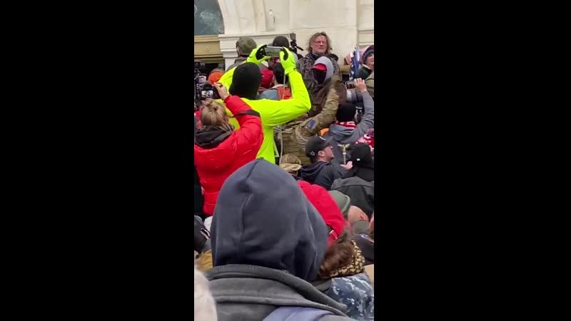 Les casseurs se font sortir par la foule