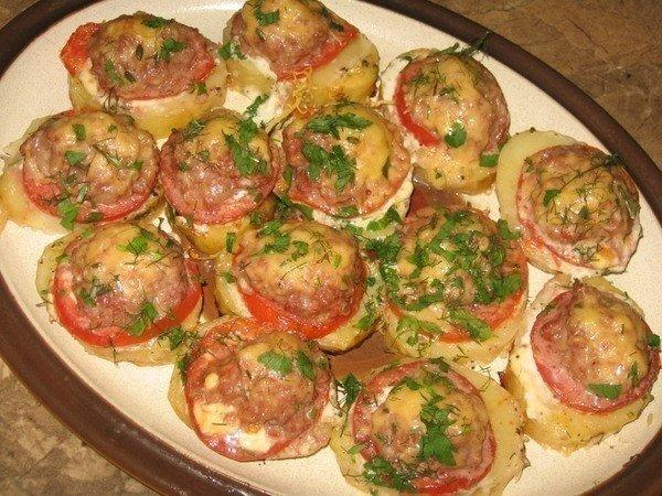 """""""Картофель, запеченный с мясом и помидорами"""""""