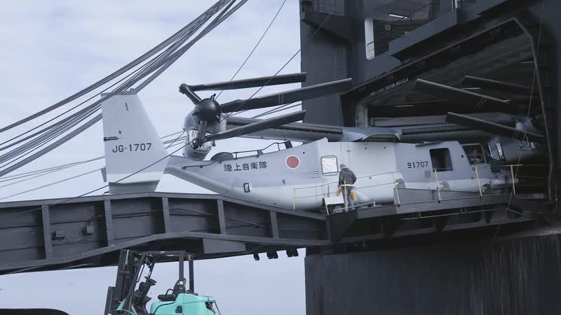 Выгрузка конвертопланов V-22B Osprey в Ивакуни