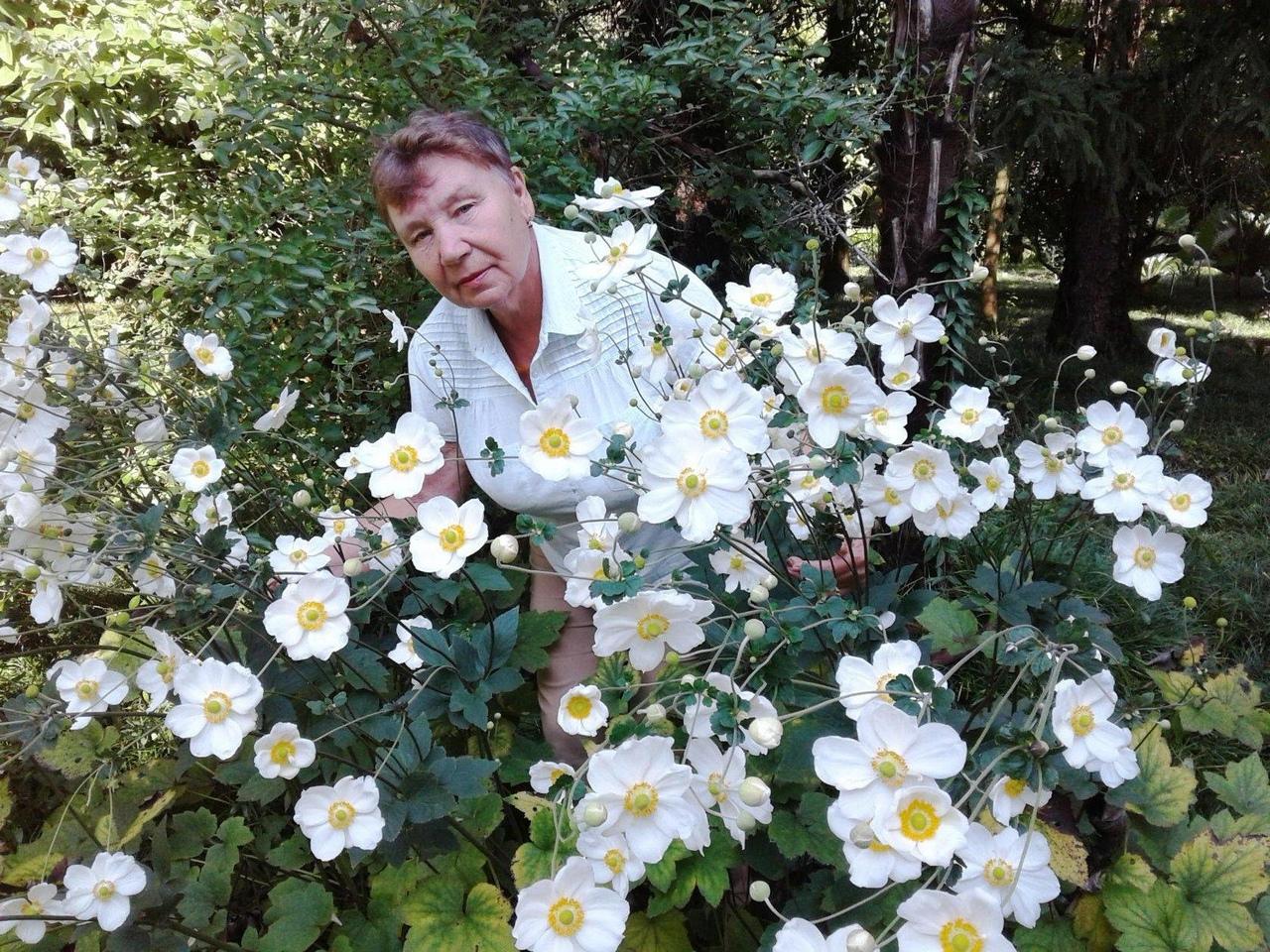 «Серебряные» волонтёры Петровска организовали фотофлешмоб ко Дню флориста