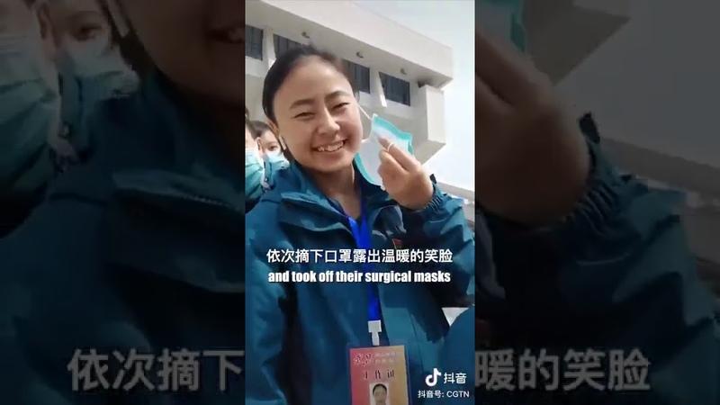 Medicos de Wuhan na Província de Hubei postam vídeo retirando máscaras